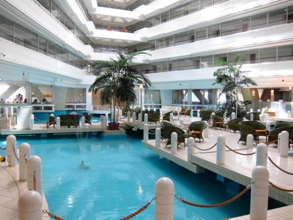 サンマリナーホテルのロビー