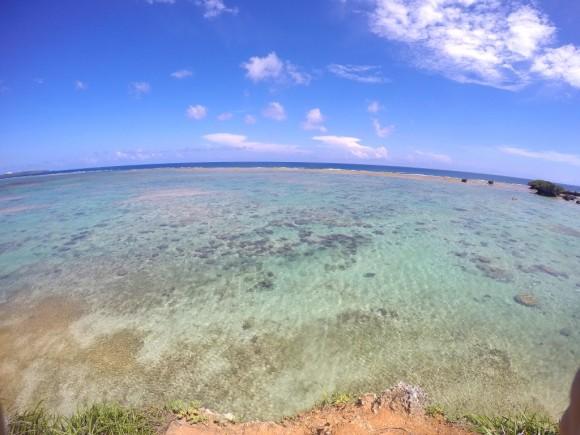 真栄田岬近くの海