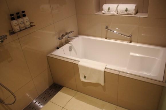 ホテルオリオンモトブリゾート&スパの浴室