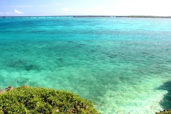 西平安名崎から見た海
